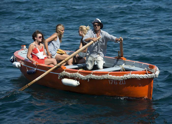 梦见和老公坐船在水上